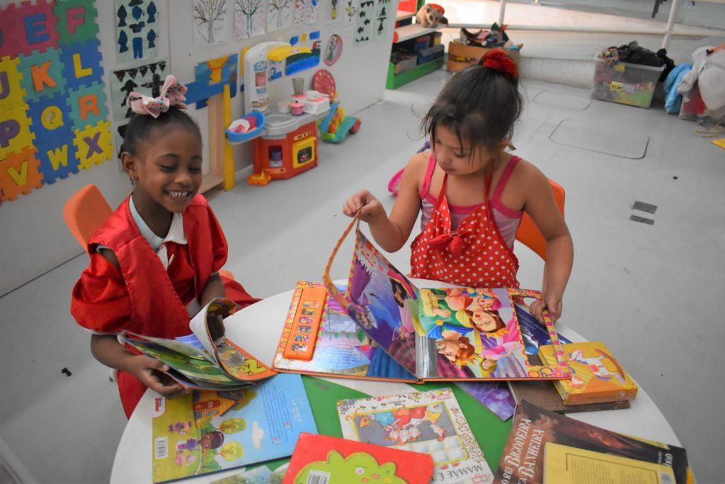 Biblioteca comunitária do Caju